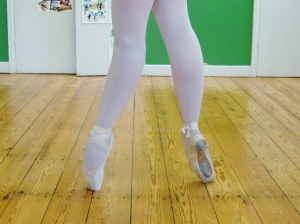 Fourth position en pointe, or the seventh position by Serge LIfar ©Yuka Kodama Ballet Group
